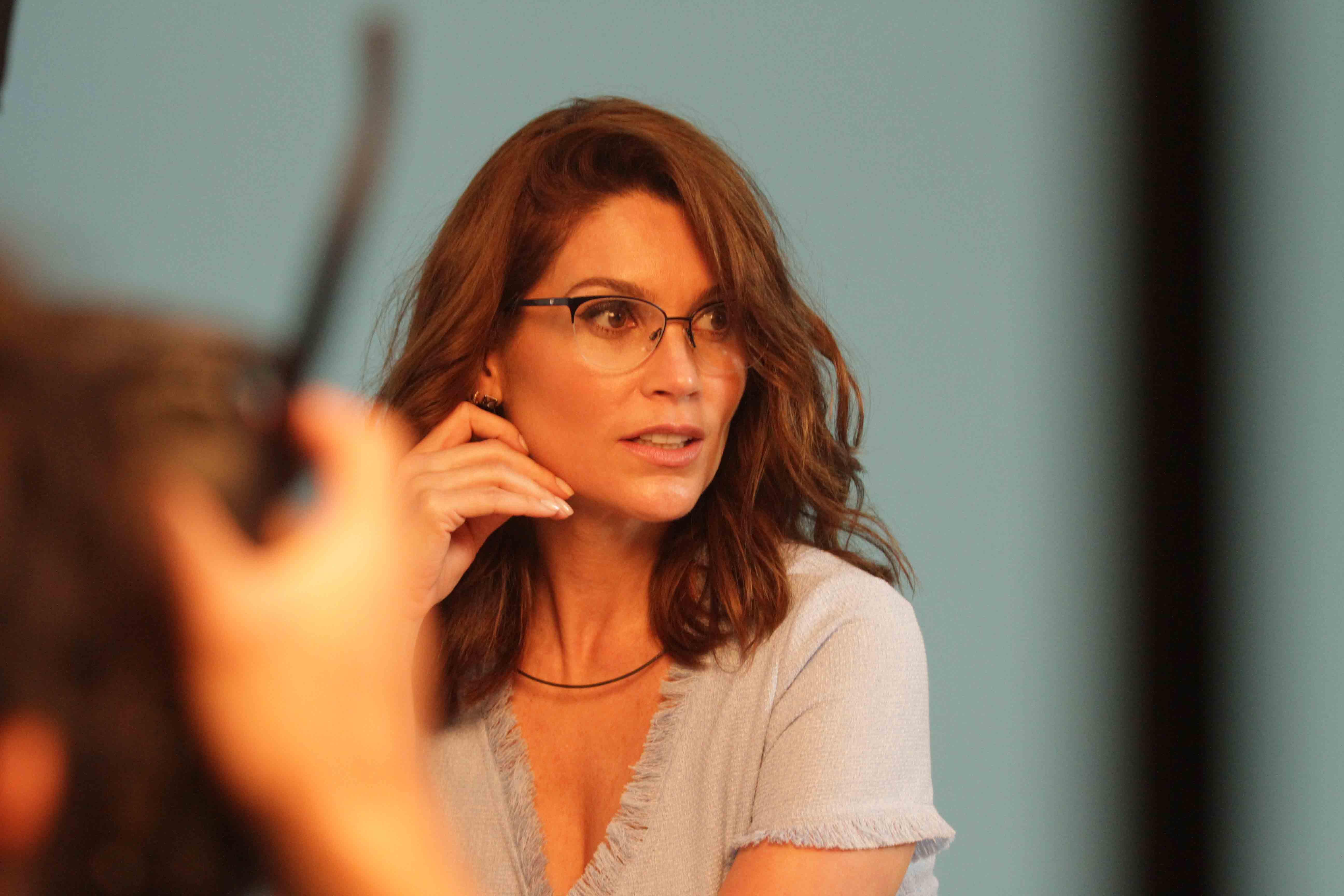 Flavia Alessandra posa para campanha de óculos   Sonia Lago 17bd49a025